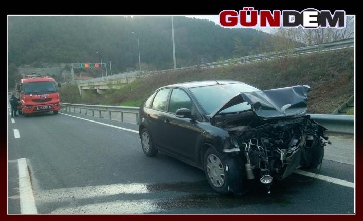 Otomobil bariyerlere çarptı!...