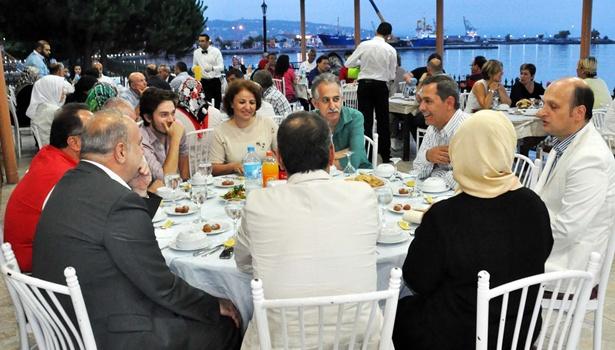 BAŞKAN UYSAL, AK PARTİLİLERE İFTAR VERDİ