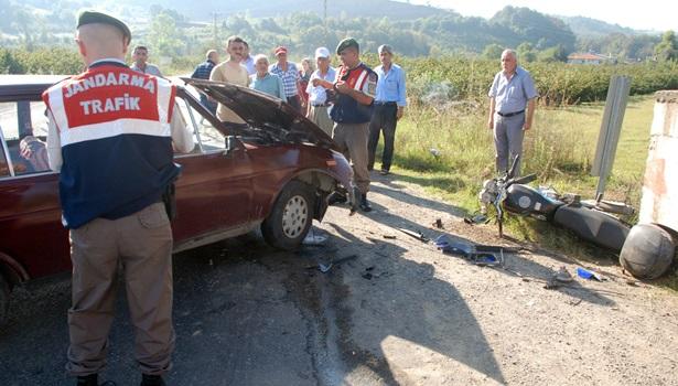 Motosiklet ile otomobil kafa kafaya çarpıştı: 1´i ağır, 2 yaralı