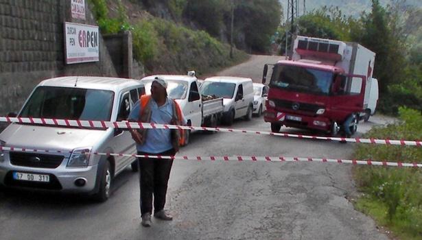 """Ölüm yolu"""" trafiğe kapandı"""