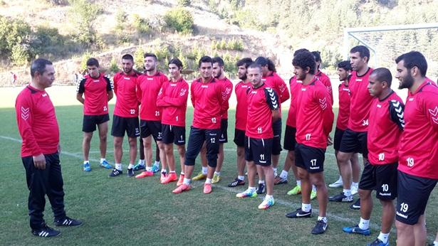 Başkan Uysal,Gerede kampında futbolcuları yalnız bırakmadı