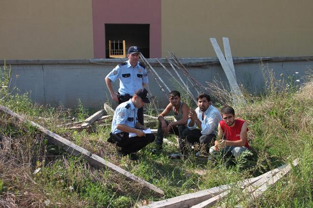 Eylemlere sahne olan okuldan malzeme alınmasına polis engel oldu