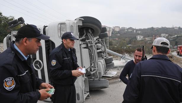 Yaralı sürücü ile polis arasında ilginç diyalog