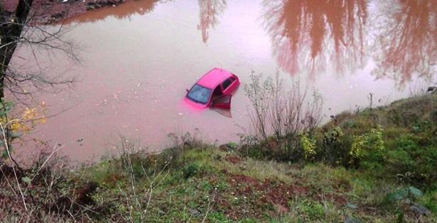 Otomobil göle uçtu: 1 yaral