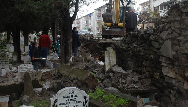 Ereğli´deki şehir mezarlığının duvarı çöktü