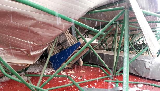Spor salonunun çatısı kar sebebiyle çöktü