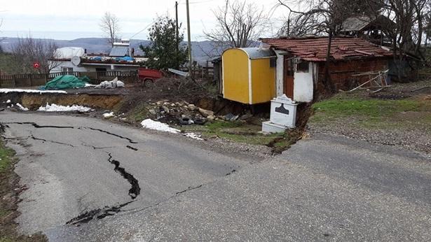 Akçakoca'da 7 köye ulaşım sağlayan yol çöktü