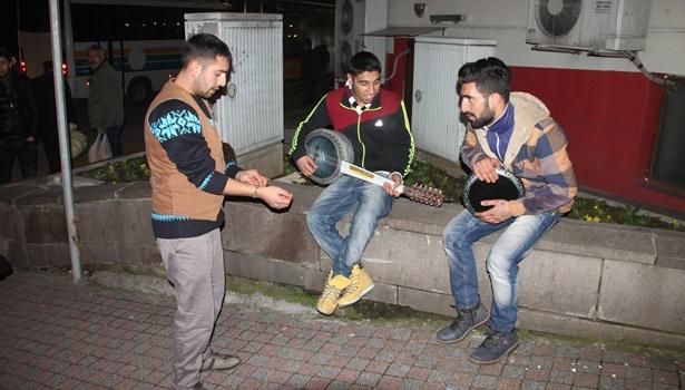 Polisin kovalamasına rağmen onlar çalmaya devam etti