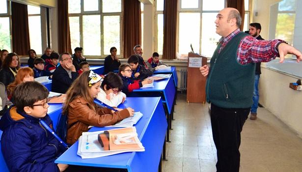 Ortaokul öğrencileri üniversite okuyor