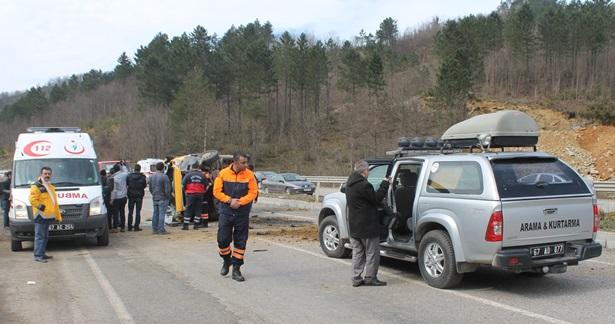 Kargo kamyoneti takla attı, sürücü hayatını kaybetti
