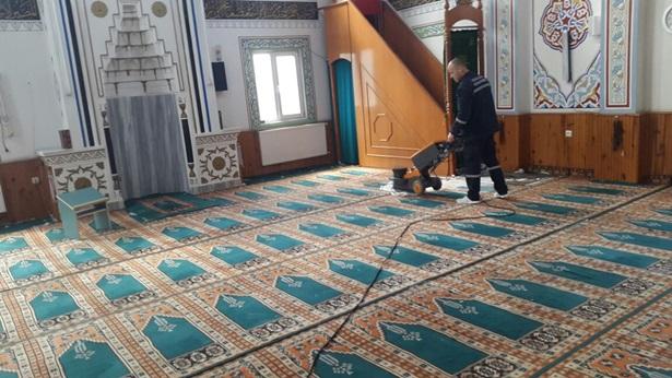 Camiler ve mezarlıklar Ramazan ayına hazır