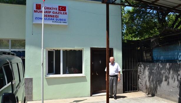 Gaziler derneği yeni binasına taşındı