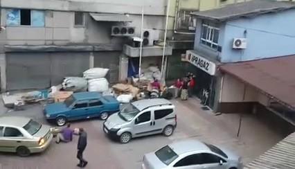 Kavgayı izlerken canından oluyordu