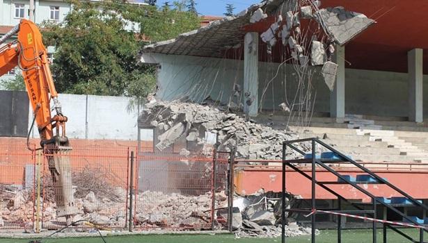 Zonguldak Kömürspor´un stadı yıkılmaya başlandı