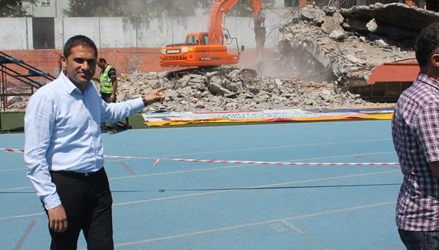 Stadın yıkımı sürüyor