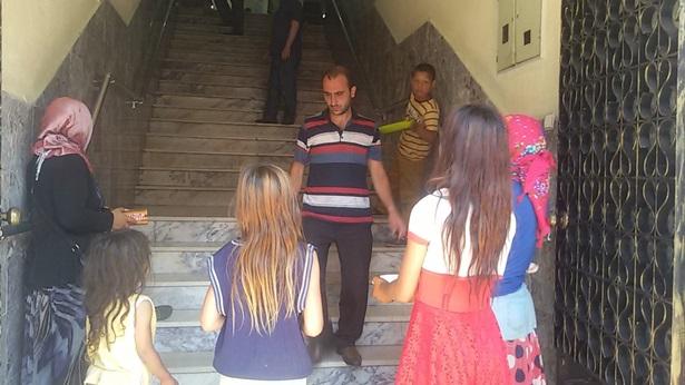 Camii cemaatinin dilenci rahatsızlığı