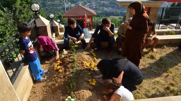 Vietnamlı Tuanvi, şehit eşinin mezarında gözyaşı döktü