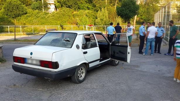 Ereğli´deki kavgada mahalleliler otomobili taşladı