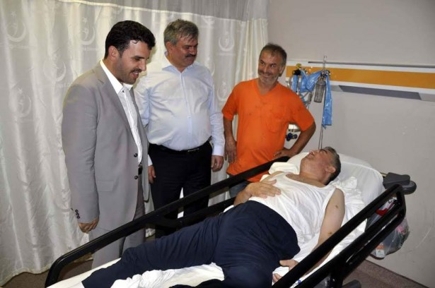 Çaturoğlu'ndan hastalara sıcak ilgi