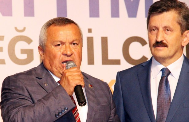 MHP´li Belediye Başkanı 100 Kişi ile AK Parti´ye geçti