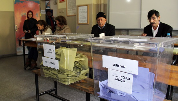 Bir mahallede seçmenler iki kez oy kullandı