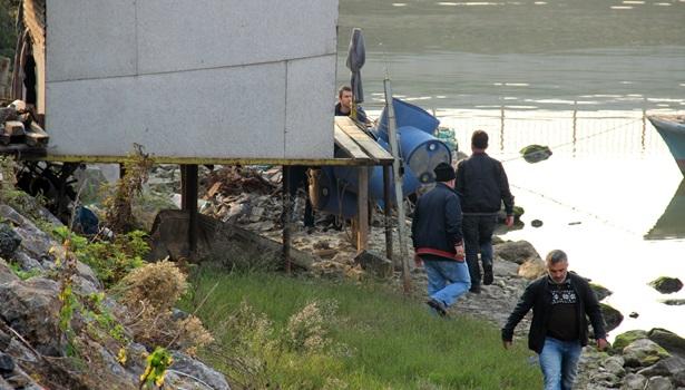 Polis Gülüç deresindeki barakada uyuşturucu aradı