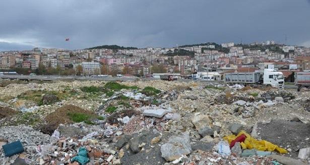 Çöp ve moloz yığınları vatandaşların tepkisine neden oluyor