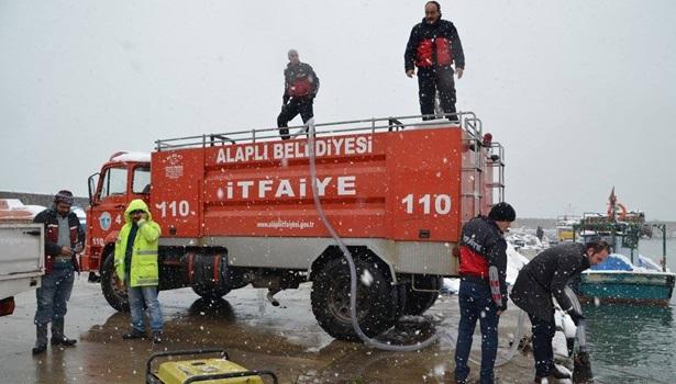 Karla mücadelede bin ton deniz suyu kulandı