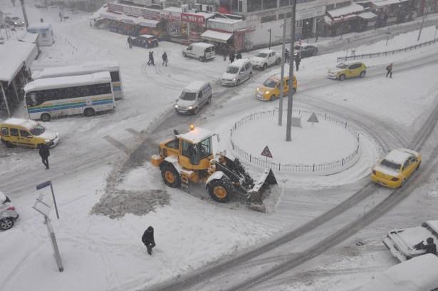 Kar lastiksiz trafiğe çıkmayın