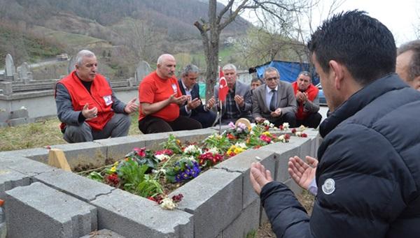 Türkiye Kızılay Derneği Zonguldak Şubesinden şehidin ailesine ziyaret