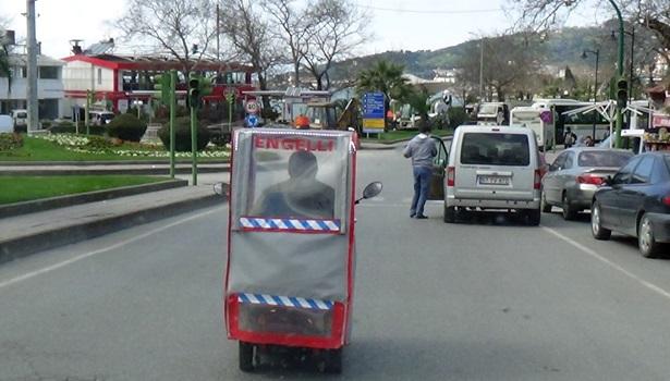 Kendi tasarladığı engelli aracı ile her gün 30 kilometre yol gidiyor