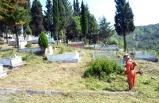 Mezarlıkların çevre temizliği yapılıyor