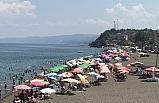 Akçakoca'da plajlar tıklım tıklım