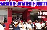 Emekliler, ATM'leri kuşattı!