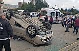 Cipin çarptığı otomobil takla attı