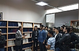 Karaelmas TÖMER öğrencilerinden kütüphane ziyareti