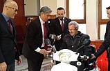 İl Müftülüğünden engelli 2 kişiye umre ödülü ve akülü araba