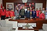 Şampiyon takım, protokol ziyaretlerinde