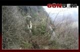 Kayalıklarda mahsur kalan sokak köpeğini itfaiye kurtardı