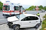 Düzce'de otomobil bariyerlere çarptı: 3 yaralı