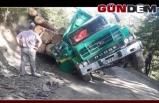 Tomruk yüklü kamyon yan yattı!..