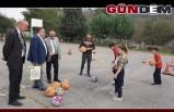 Başkan Bozkurt'tan öğrencilere malzeme jesti