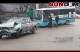 Halk otobüsü ile kamyonet çarpıştı!...
