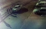 Otomobil yayalara çarpıp karşı şeride geçti: 3 yaralı