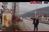 Yola yakın kurulan trafo kazaya davetiye çıkartıyor