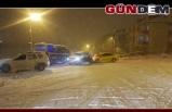 Buz pistine dönen yolda kazalar art arda geldi