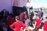 Öğrenciler depremzedeler için yardım topladı...