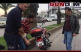 Motosikletten düşen sürücü yaralandı...