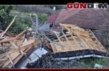 Şiddetli rüzgar çatıları uçurdu...