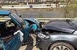 İki otomobil kafa kafaya çarpıştı: 3 yaralı